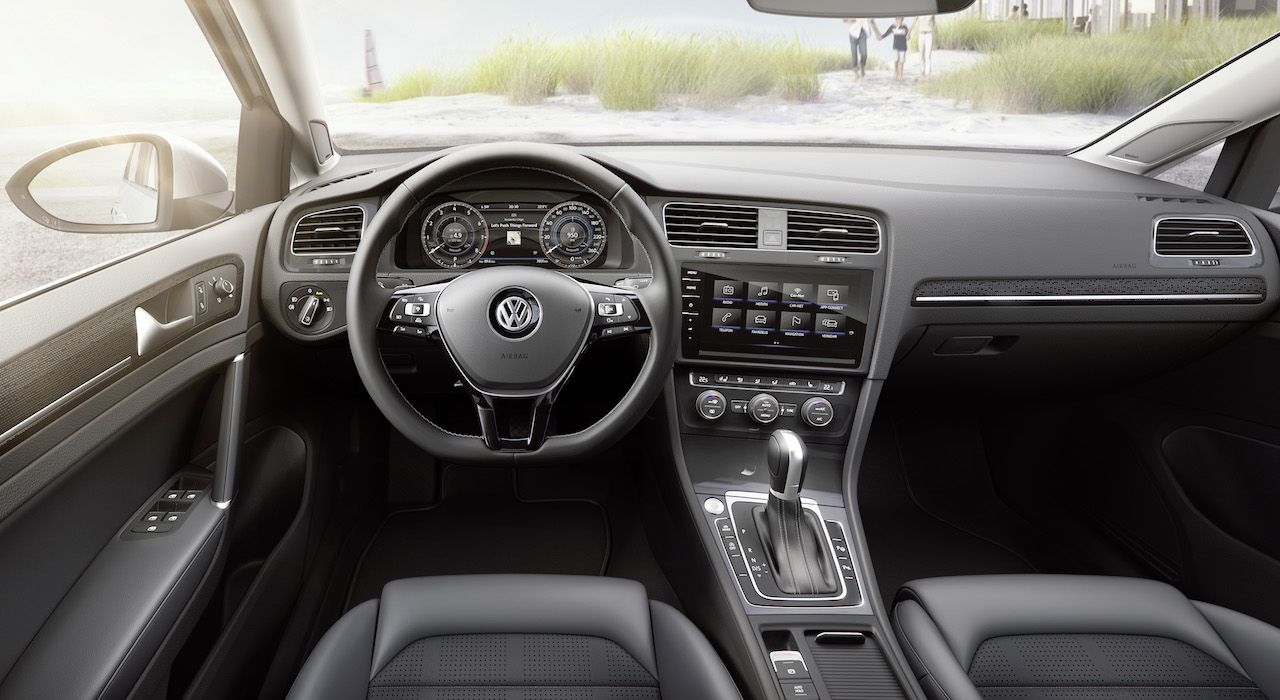 2018-vw-golf-base-interior-dash
