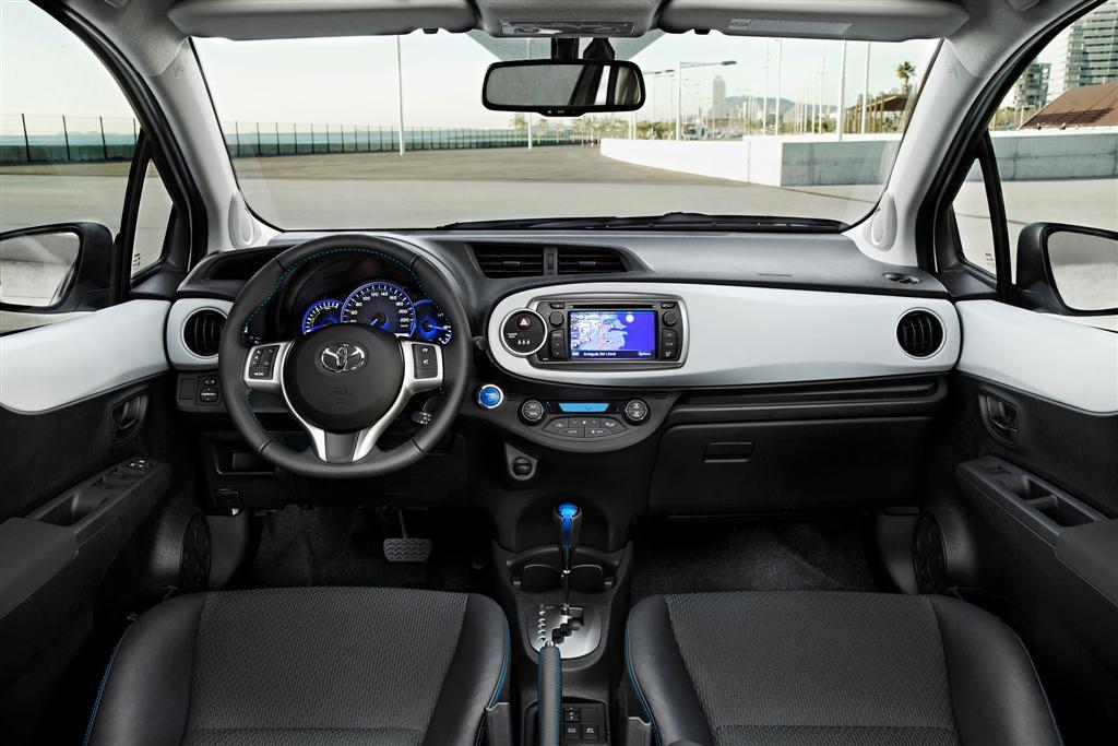 yaris-full-hybrid-interieur1545915680